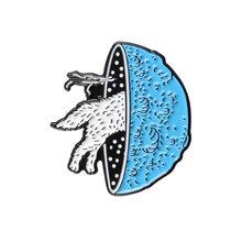 Scheletro Sandwich di Metallo Dello Smalto Spilla Ragno Gatto Volpe Coniglio Distintivo Angry Vestito Femminile Chitarra Biglietto Del Cinema Spille Gioielli Alla Moda(China)