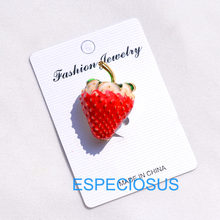 Fashion Perhiasan Emas Dicat Warna Strawberry Bros Wanita Ornamen Merah Warna Logam Payudara Pin Aksesoris Mantel Pakaian(China)