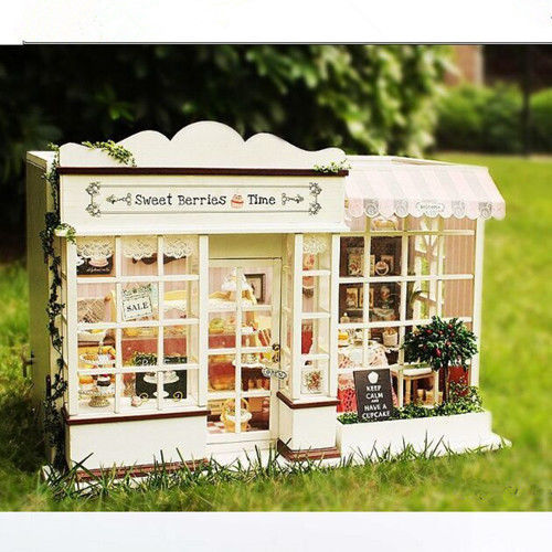 FPP DIY Doll House Wooden 3D Model Dollhouse Miniatures LED Furniture Kit Light Music Gift(China (Mainland))