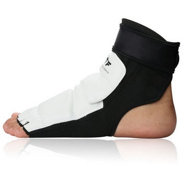 New High Quality Taekwondo Foot Protector KTA For Offical Competition Fighting Feet Guard Kicking Box foot(China (Mainland))