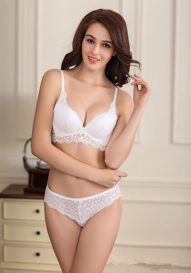 Famous Brand Lace Embroidery Women Underwear Set Sexy Deep V Push Up Bra and Panty Set Soutien gorge,ropa interior mujer B40(China (Mainland))