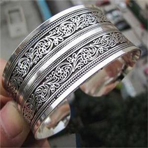Fashion New Hot Vintage Elegant Women Bracelets Tibet Silver Plated Totem Cuff Bracelets Bangles Round Metal Bracelet Jewelry