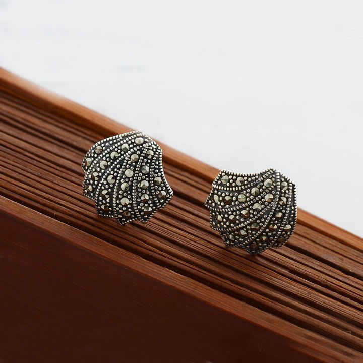 - silver 925 pure silver vintage thai silver marcasite small women's stud earring(China (Mainland))
