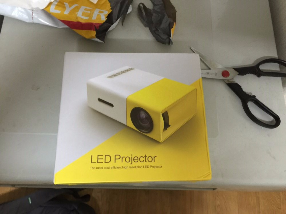 Mini Probable Projector Concise Efficient Compact YG300 YG-300 LCD Projector 400-600 LM 320×240 Pixels Home Smart Media Player
