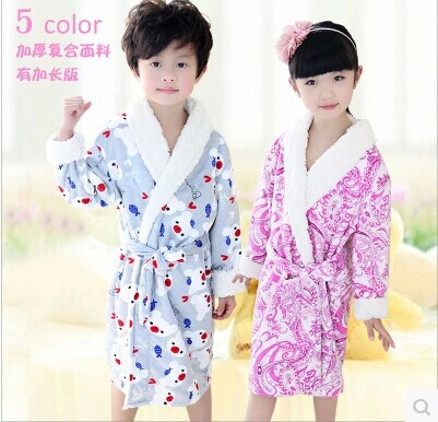 Boys and girls robe Flannel bathrobe warm thickening long corals(China (Mainland))