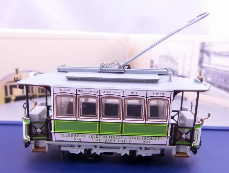 Electric Cartrolley Bustramcartramway 1/87 LE CRABE AUX PRINCES DOR Scale Display Railway Train model Diecast Model Collection(China (Mainland))