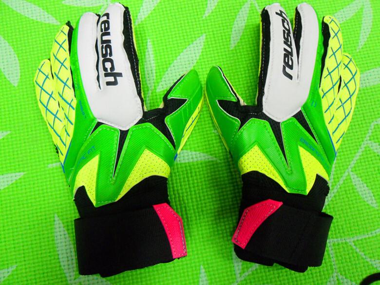 Germany Professional reusch football ball/bola de futebol gloves soccer goal keeper goalkeeper fingerstall goalie kids(China (Mainland))