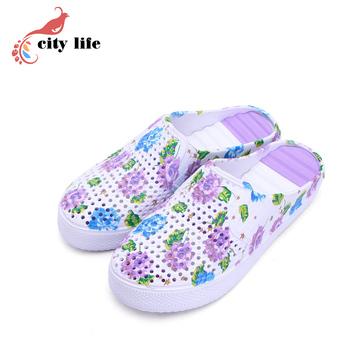 Anti-Sliding Ventilation Holes Florals Shoes Color Candy Home Slippers Woman Garden Sandals Shoes Mules Clogs