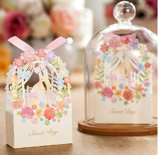 Romantic Wedding Gift Box Elegant White Luxury Decoration Flower Bride Laser Cut Party Sweet Favors Wedding Paper Candy Box(China (Mainland))
