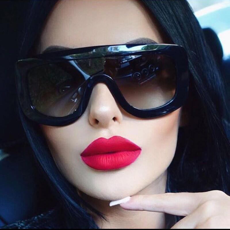 Kim Kardashian Big Sunglasses  por kim kardashian oversized sunglasses kim