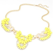 Wedding Colorful Flower Pendant Short Gold Plated Chain Women Alloy Rhinestone Necklace Free Shipping(China (Mainland))