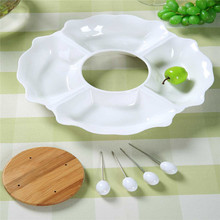 A Qiou type creative gifts ceramic fruit bowl with a fork hotel ktv ruled snack dish