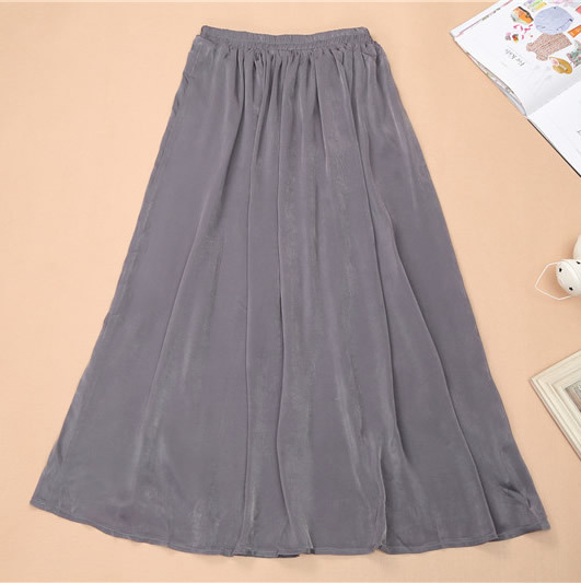 Ladies long pleated skirt size 18 with pattern also has green lining underneath Gorgeous Ladies