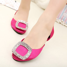 In 2015 the European station explosion of square hollow diamond flat shoes satin flat sandals sub