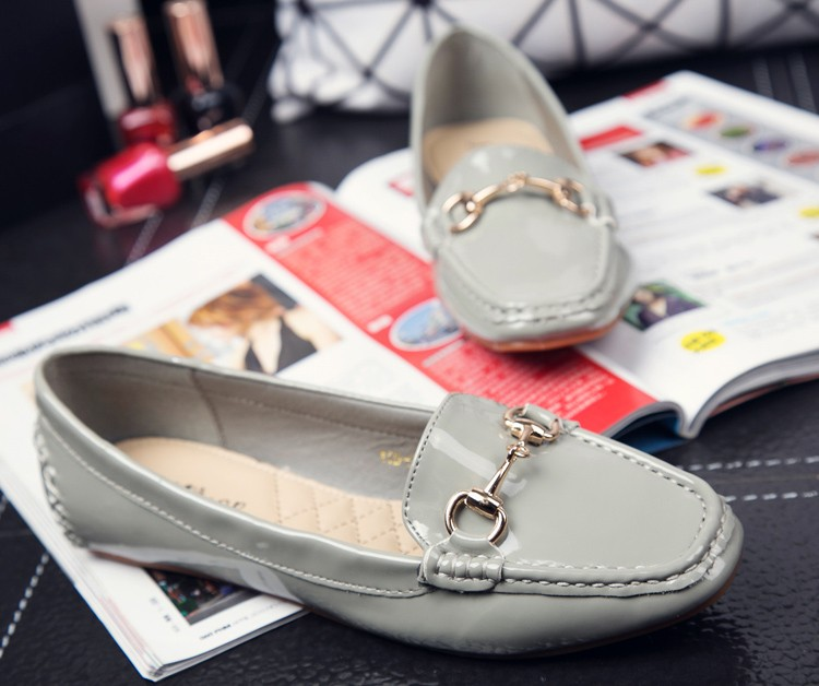 Woman Flats Women Loafers 2016 New Arrival Spring Autumn Female Shoes Fashion Metal Chains Footwear Patent Leather Solid Colors