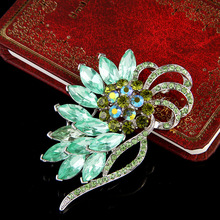 US and European high-grade rhinestone brooch new autumn and winter coat suit Korean fur glass crystal brooch accessories(China (Mainland))
