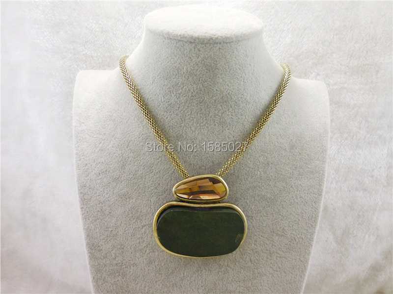 Vintage Gold Plated Snake Chain Necklace 2016 Popular Wood Make Perfume Bottle Pendant Necklaces Exquisite Jewelry For Women(China (Mainland))