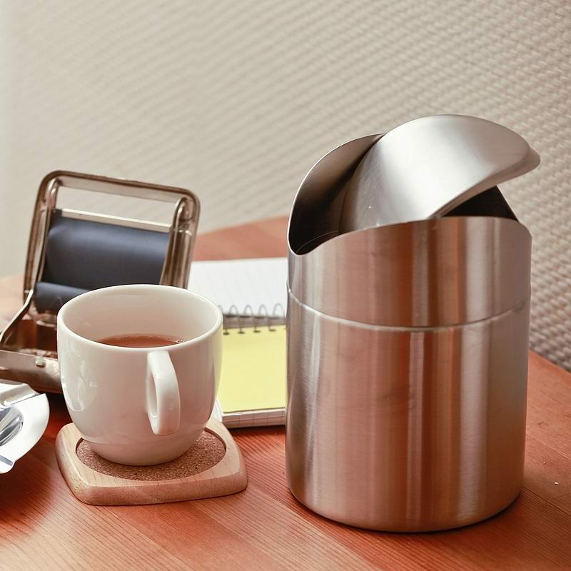 New Fashion Stainless Steel Trash Bin1.5L Mini Car Dust Bin Table Ash Bin Swing Lid Kitchen Worktop Waste Rubbish Trash Can(China (Mainland))
