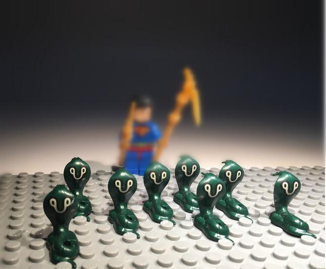 free 60pcs/lot 2cm Cute cobra snake subminiature figure toys cobra collection toys