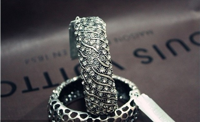 1lot/10pcs hollow out bangle bracelet fashion charm jewelry ornament CRYSTAL hand chain cuff bracelet famous brand
