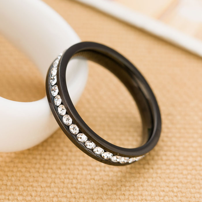 One Row Clear CZ Crystal Pave Black Gun Plated Stainless steel Engagement Rings for Women(China (Mainland))