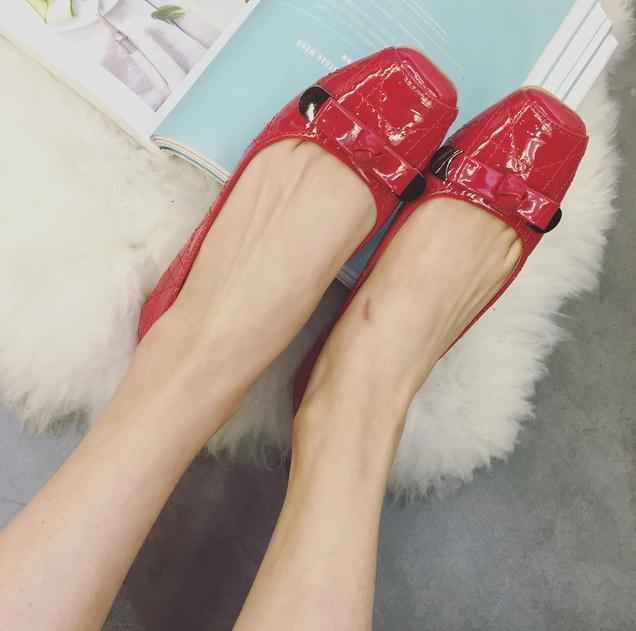 Europe America spring shoes women,ladies patent leather shallow mouth casual flat shoes,red wedding dress shoes,zapatos mujer(China (Mainland))