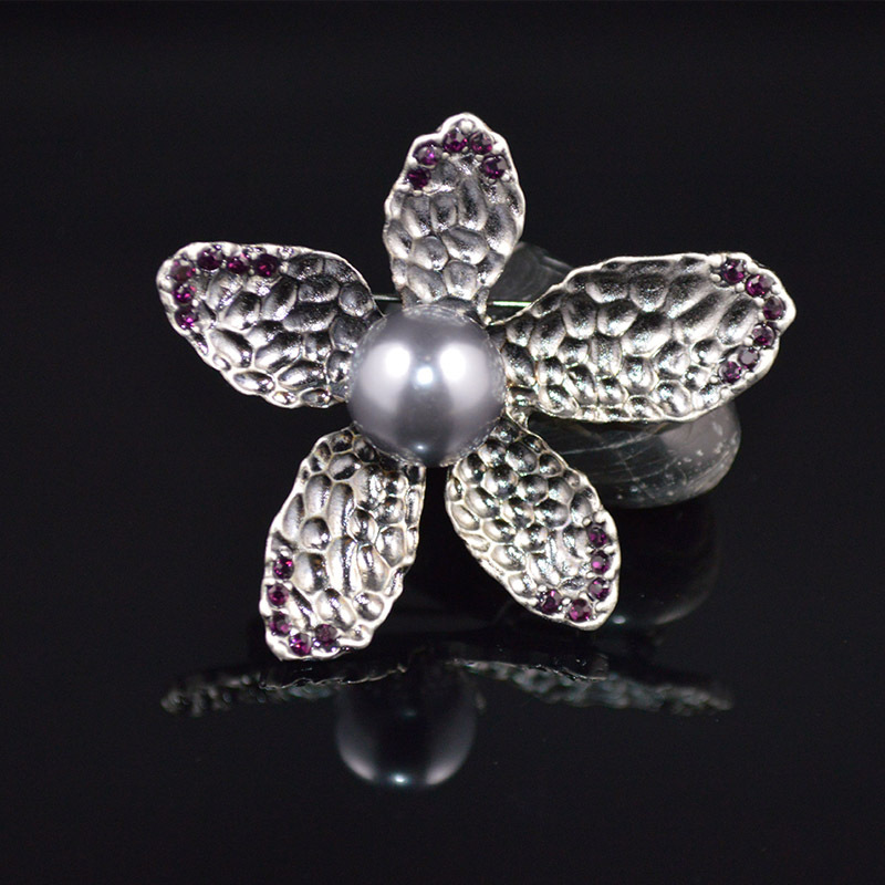 Korean Style Flower Shape Simulated Pearls Brooch Antique Silver Plated Crystal Brooches & Pins Christmas Gifts for Women(China (Mainland))