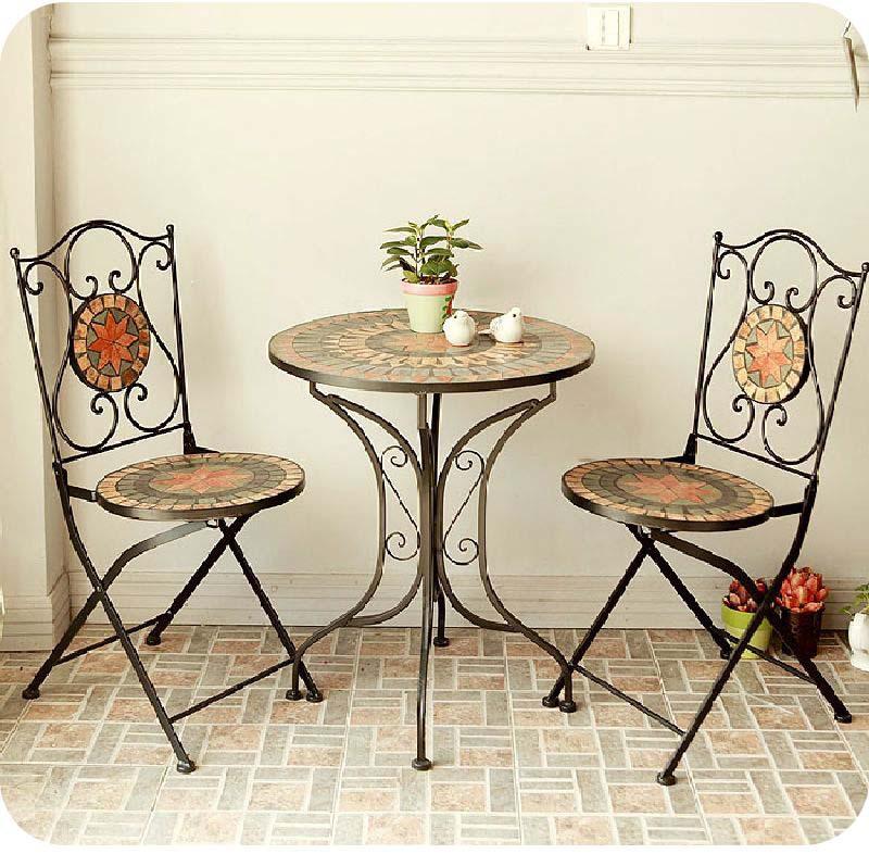 Стол и стулья для лоджии..
