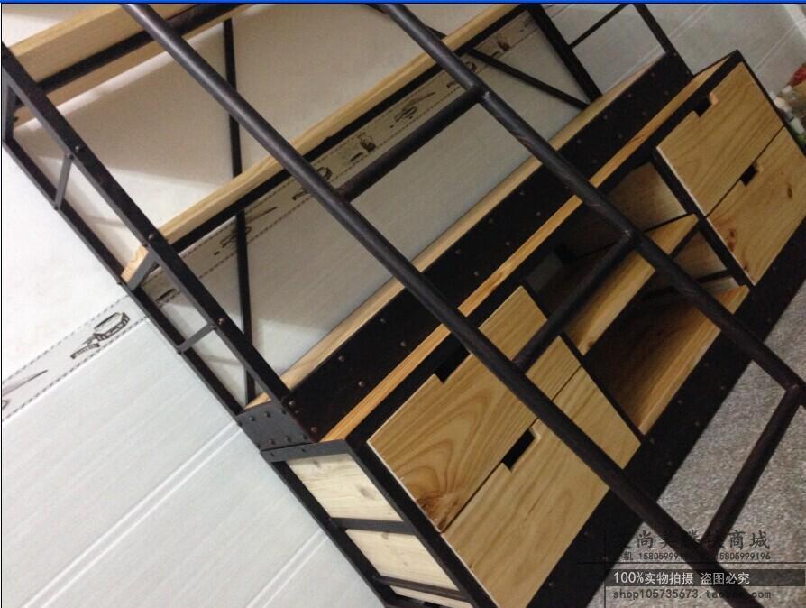 Boekenkast woonkamer hoek - Boekenkast hout en ijzer ...