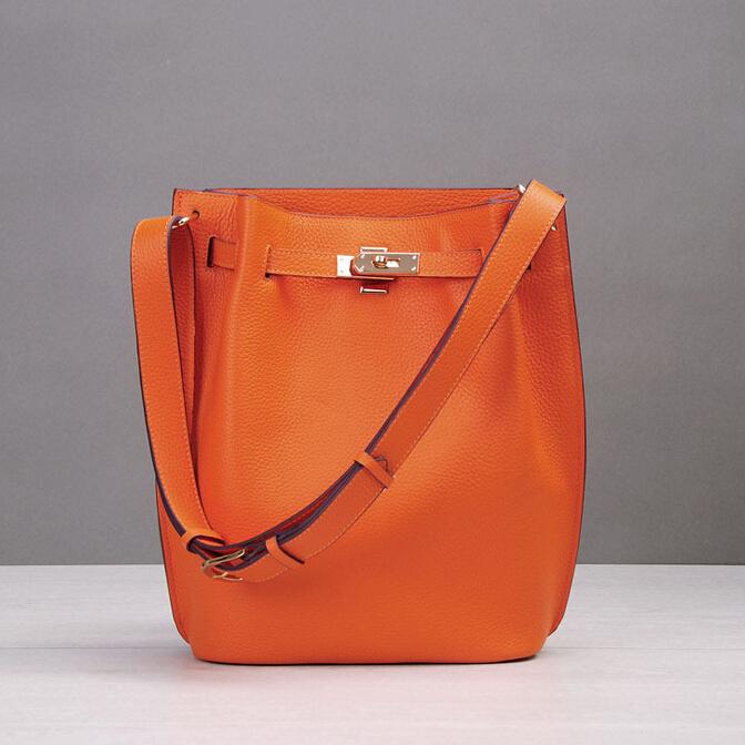 2016 Trendy Women 100% Genuine Leather Bucket Bag Medium Shoulder Handbag Designer  Lock  Bag Daily Casual Fashion Messenger Bag<br><br>Aliexpress