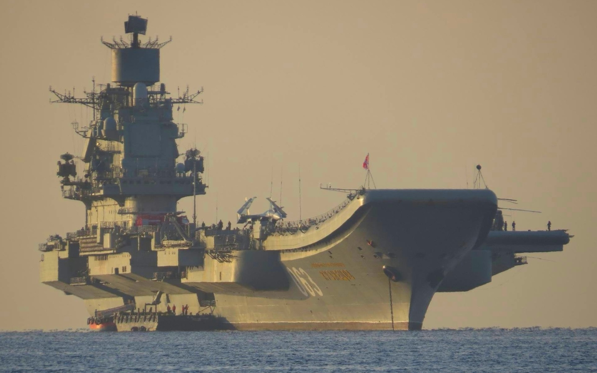 "Porta Aviões russo Almirante Kuznetsov contra ""EI"" na Síria"