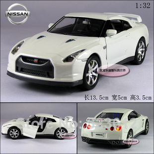 Free shipping New 1:32 Nissan GTR R35 Alloy Diecast Vehicle Model Car Toy Collection With Sound&Light White B256(China (Mainland))