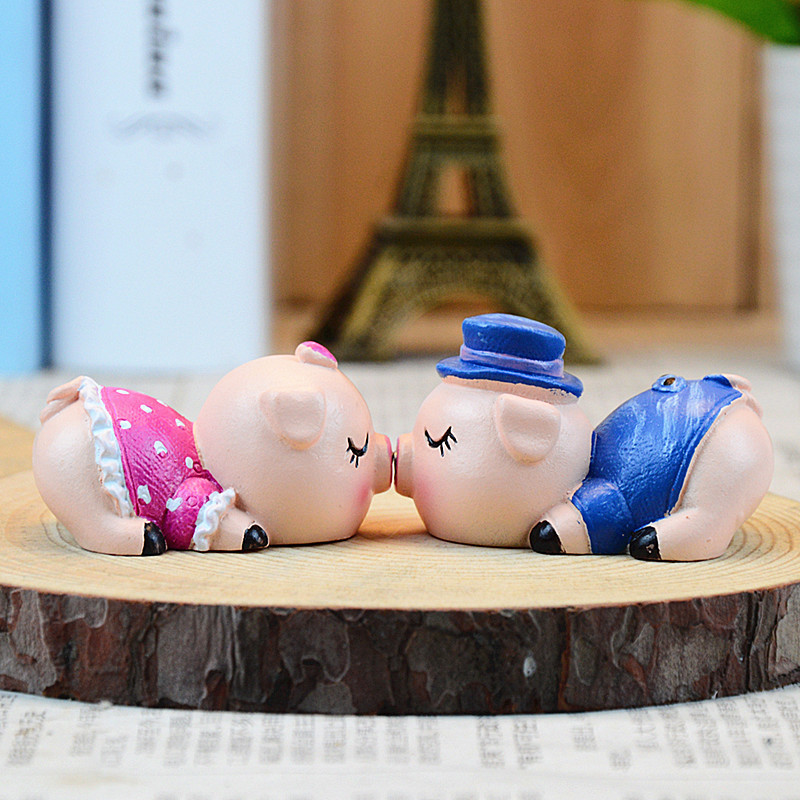 Little Kawaii Pig Car Decoration Cute Piggy Car Accessories Ornament Miniature Terrarium Resin Decoration Wedding Kiss Pig(China (Mainland))