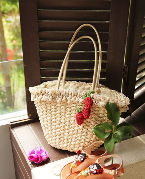 Free Shipping Small Strawberry Girls Handbag Fresh Japan Style Knitting Straw Bag One Shoulder Woven Beach Bags Rattan Handbags(China (Mainland))