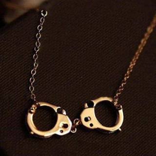 Unique Handcuffs Long Chain Gold Pendants Necklaces for Lovers,Fashion Pendant Necklaces for Women Jewelry,Cute Couple Necklaces(China (Mainland))