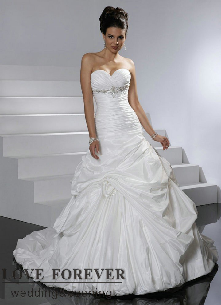 White taffeta sweetheart best selling long train victorian for Ball gown wedding dresses with long trains