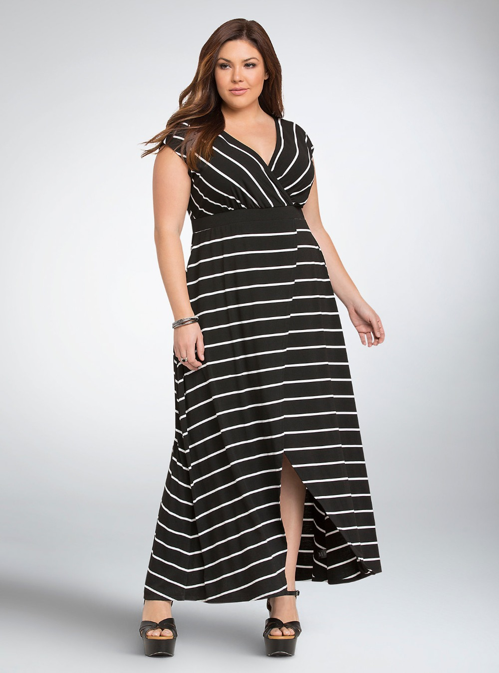 Our plus size casual dresses are both stylish and comfortable. Spend an evening on the town in one of our black body con dresses, Sunday brunch in one of our flowy maxis, or enjoy the sun in one of our light shift dresses.