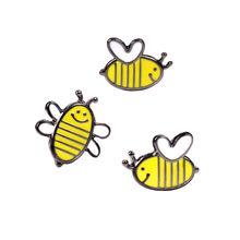 Suki Lebah Madu Keluarga Pin Lucu Kartun Bros Lebah Lencana Keras Pin Enamel Deniam Jaket Ransel Perhiasan Aksesoris Hadiah(China)