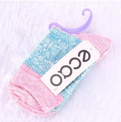 Dongkuan thick warm candy color stripes spell color gradient snow line in tube socks cotton Ms.(China (Mainland))