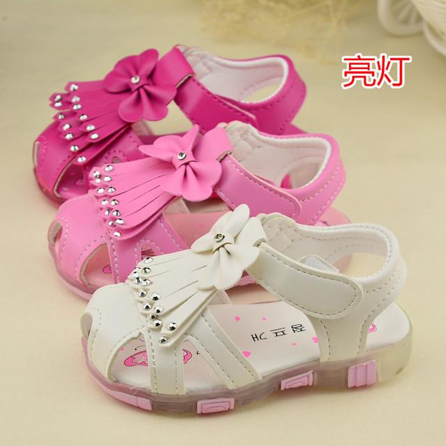 2016 летние дети обувь новые детские сандалии девочек принцесса девушки милые с бантом кисточкой кроссовки белый темно-розовые