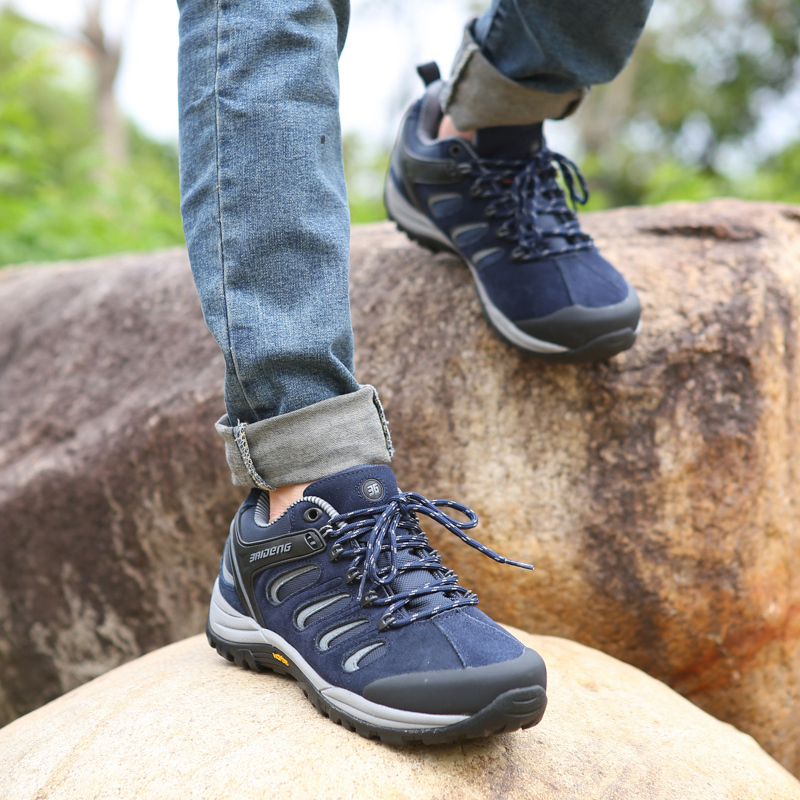 Rubber sole waterproof hiking shoes leather outdoor shoes 3 color BaiDeng climbing shoes(China (Mainland))