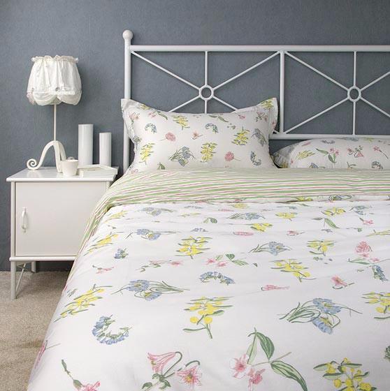 cc. Black Bedroom Furniture Sets. Home Design Ideas
