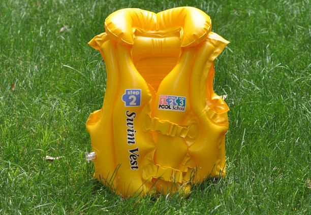Intex inflatable water toys 58660 swimming vest child life vest(China (Mainland))