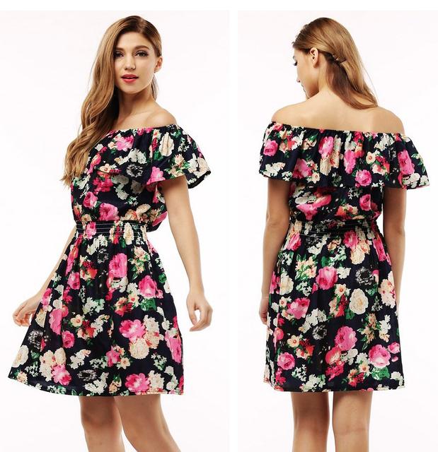 Принтованное летнее платье с оборками и открытыми плечами. Материал: шифон.
