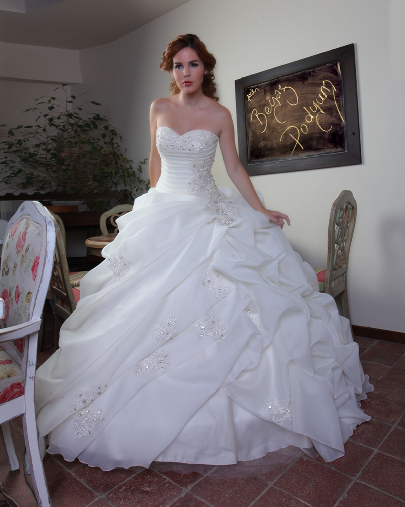 Ruched vintage sweetheart court train princess wedding for Chiffon sweetheart wedding dress