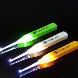 5pcs Long handle / / household antiskid luminous earpick tweezers / ear cleaner / light Home Furnishing essential curette(China (Mainland))