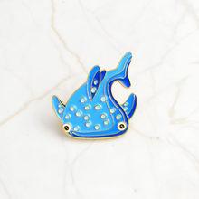 Kehidupan Laut Pin Laut Hiu Paus Narwhal Gurita Enamel Pin Lencana Lumba-lumba Merah Muda Kerah Pin Bros Kemeja Tas Perhiasan Wanita hadiah(China)