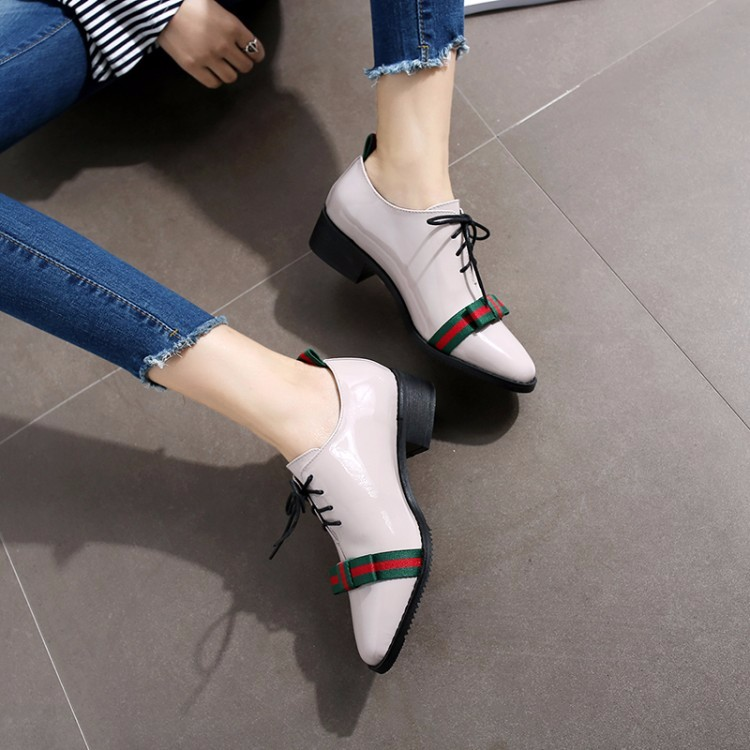 Women Patent leather Flat Oxford Shoes Woman flats 2017 Fashion bowknot British style pointed toe Brogue Oxfords women shoes