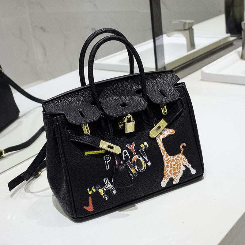 2016High quality luxury handbags Youth personality Art hand-drawn cartoons giraffe gold hardware Black 35CM PU leather tote bag(China (Mainland))