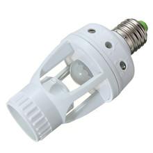 Recién llegado de infrarrojos PIR Sensor de movimiento 360 Degree LED E27 lámpara del interruptor del bulbo titular convertidor adaptador de ca 220 V(China (Mainland))